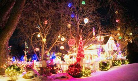 The Great Christmas Light Fight 2019.2019 Best Christmas Light Displays In Michigan Michigan Life