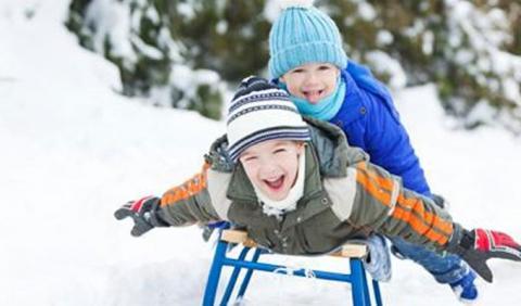 little kids sledding in Michigan slopes